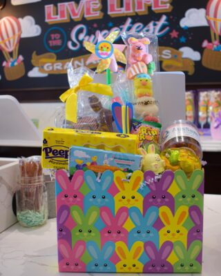 Need an Easter Basket?🐰 We are accepting pre-orders now until tomorrow, 3/31!🍭Take a look at our pre-made baskets, or go ahead and customize your own!💛  ☎️ 818-368-2639 📧 info@aussamcandy.com 📲 DM on Instagram or Facebook  To customize your own basket, take a look at the candies we have in-store, or visit the link in our bio✨ #LiveLifeToTheSweetest