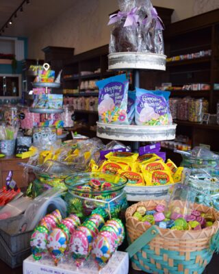 🐰Anything you need for a #EasterBasket, you can find here @aussamcandy 💗🍭  ✨We can't wait to see our AusSam customers! Open until 9pm today, and 10am-4pm this weekend. #LiveLifeToTheSweetest